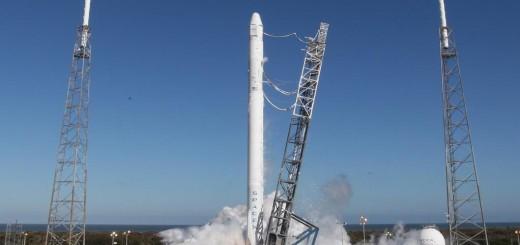 Il test di accensione del primo stadio del razzo Falcon 9 per la missione CRS-3. Credit: SpaceX.