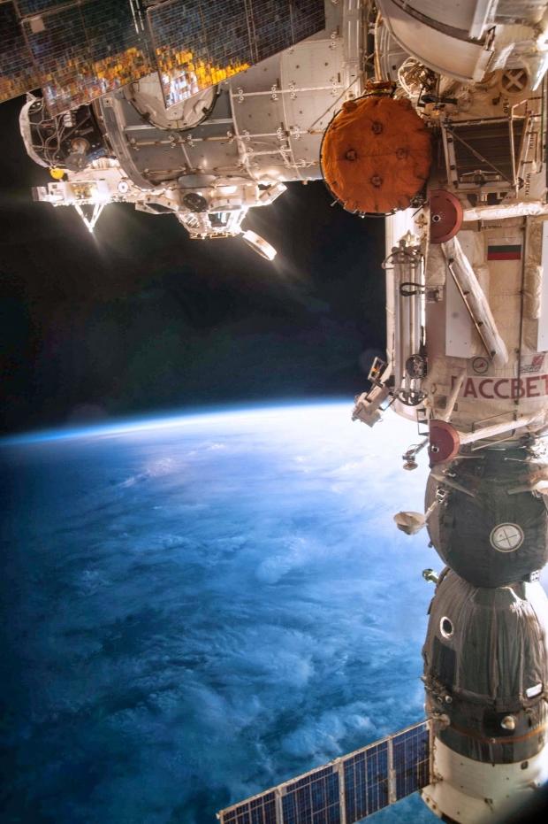 [IMG]http://www.astronautinews.it/wp-content/uploads/2014/04/iss038e066629-620x931.jpg[/IMG]