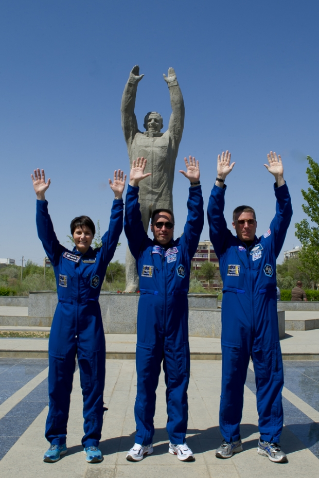 [IMG]http://www.astronautinews.it/wp-content/uploads/2014/05/14230696395_4bc994b349_o-620x929.jpg[/IMG]
