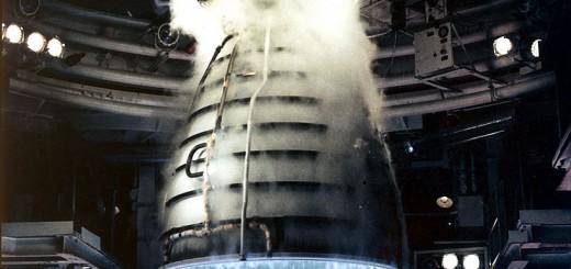Ripresa ravvicinata durante un test di uno Shuttle Main Engine during a test firing presso il John C. Stennis Space Center in Hancock County, Mississippi. Credits: NASA