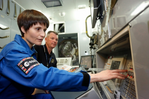 [IMG]http://www.astronautinews.it/wp-content/uploads/2014/06/esa-exp-41-42_013-620x413.jpg[/IMG]