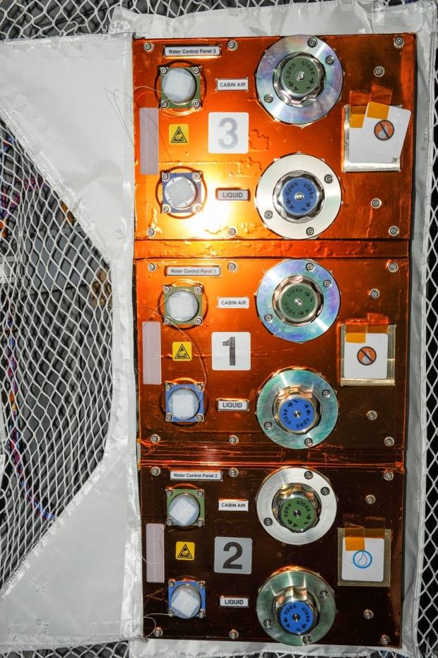 [IMG]http://www.astronautinews.it/wp-content/uploads/2014/06/iss037e019635_ppt-620x931.jpg[/IMG]