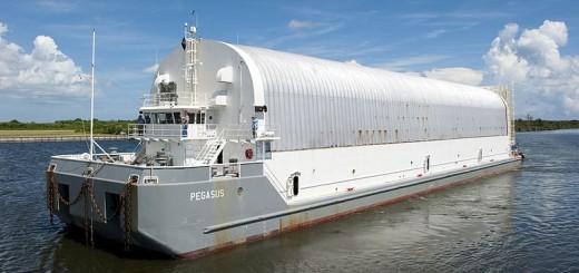 800px-Pegasus_barge_port_quarter