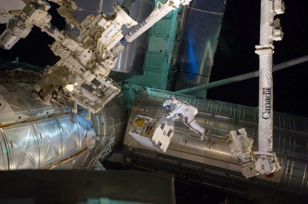 [IMG]http://www.astronautinews.it/wp-content/uploads/2014/07/fossum_eva-620x412.jpg[/IMG]