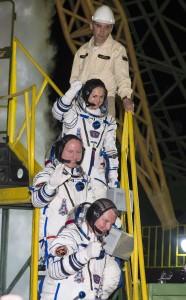 I membri dell'equipaggio della Soyuz TMA-14M poco prima del lancio (NASA/Aubrey Gemignani))