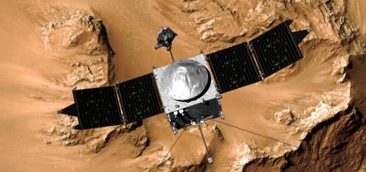 Un'immagine artistica della sonda MAVEN con lo sfondo della superficie di Marte. Credit: NASA