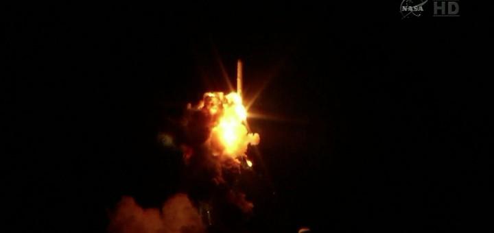 L'esplosione del razzo Antares CRS-3 pochi secondi dopo il lancio. Image credit: NASATV.