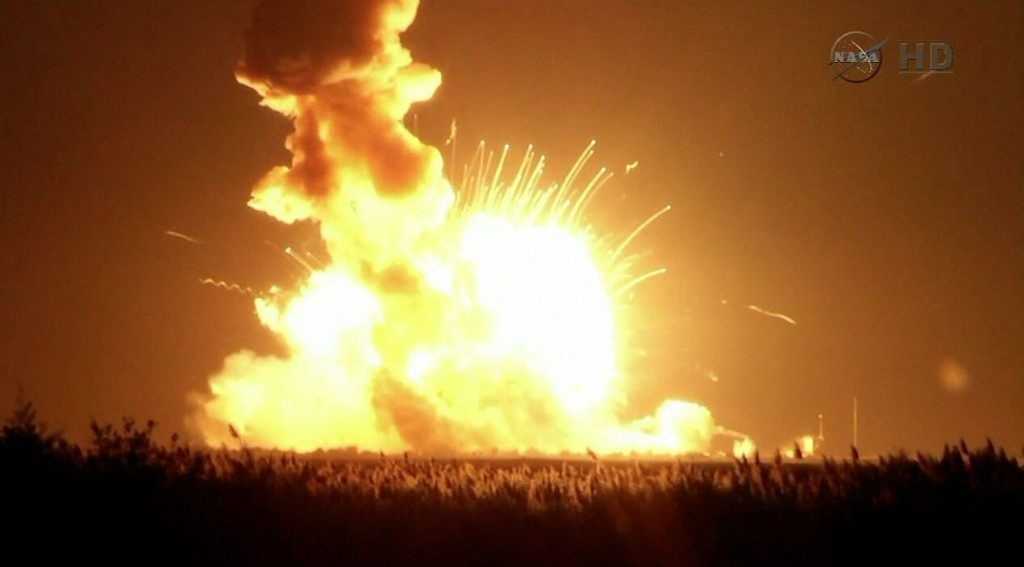 CRS-3_explosion_on_soil