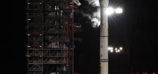 Il decollo del razzo vettore Lunga Marcia 3-C  per la missione Chang'e 5-T1. Image credit: www.news.cn.