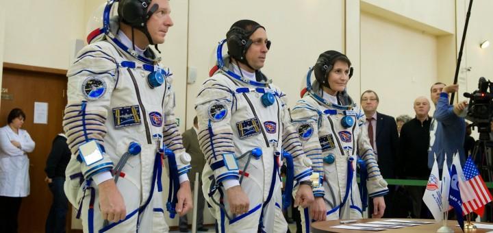 L'equipaggio della Soyuz TMA-15M con Samantha Cristoforetti sceglie uno scenario d'esame. Credit: GCTC