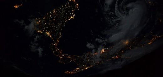 Finalmente uno scorcio notturno del mio paese! - © astrosamantha on flickr/twitter