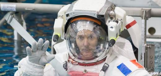 Thomas_Pesquet_during_training_for_INC-49_INC-50_ISS_EVA_Maintenance_run