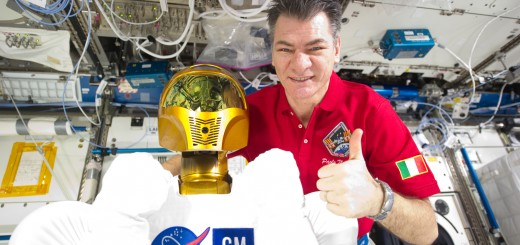 ISS-26_Paolo_Nespoli_with_Robonaut2