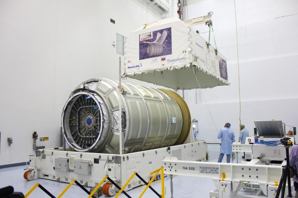 Lancement Atlas V - Cygnus OA-4 (ex Orb-4) - 6 décembre 2015 Cargo_Module_Unpack-1024x683