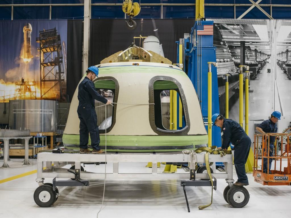 La capsula con i sei grandi finestrini di New Shepard 3. Credit: Blue Origin