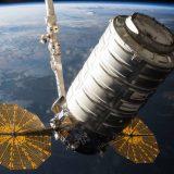 La capsula cargo Cygnus della Orbital ATK viene afferrata dal Canadarm2 dell'ISS lo scorso 26 Marzo (C) NASA.
