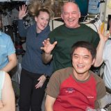 L'attuale equipaggio della Expedition 48 in un momento di relax.